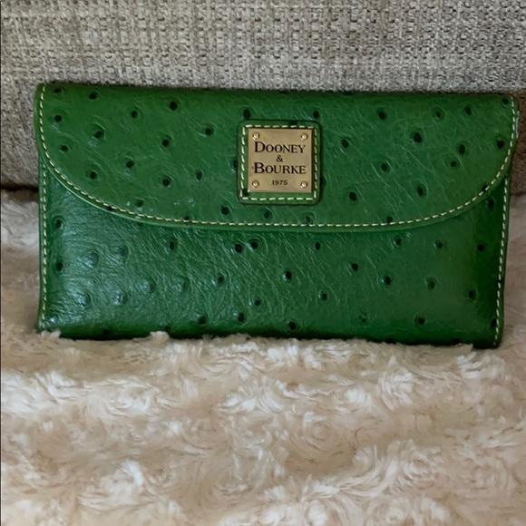 Dooney and Bourke green ostrich Wallet w/ checkbk